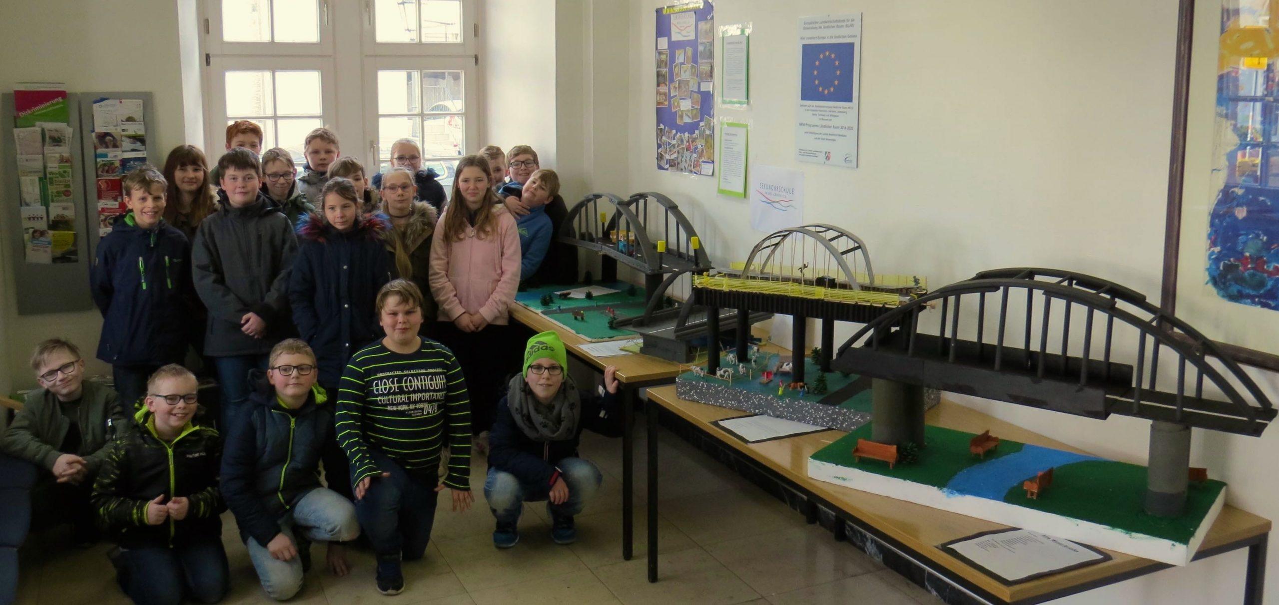 Brückenbauer präsentieren ihre Modelle