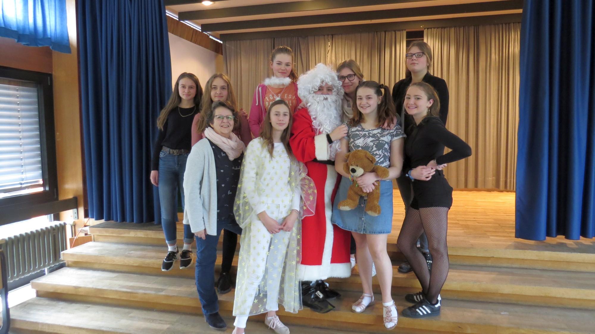 Theatergruppen holen weihnachtliche Stücke nach