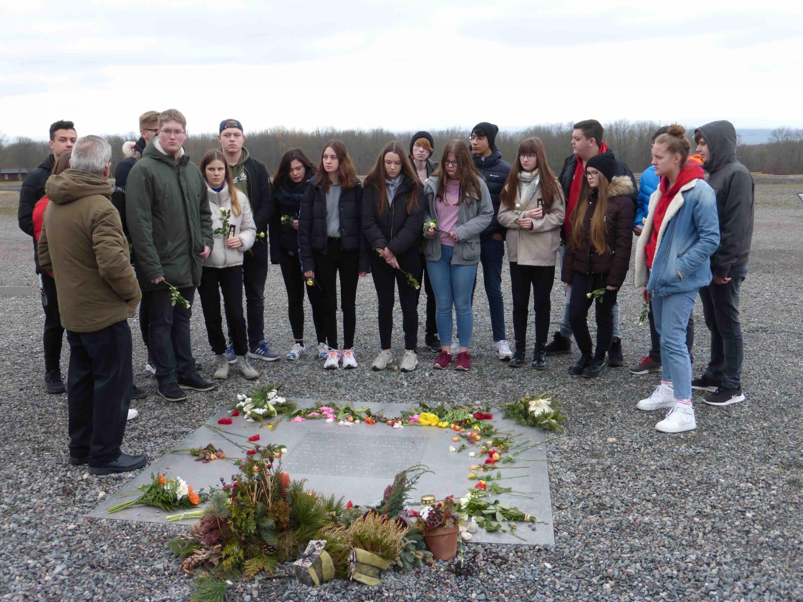 Schüler des 10. Jahrgangs besuchen die Gedenkstätte Buchenwald